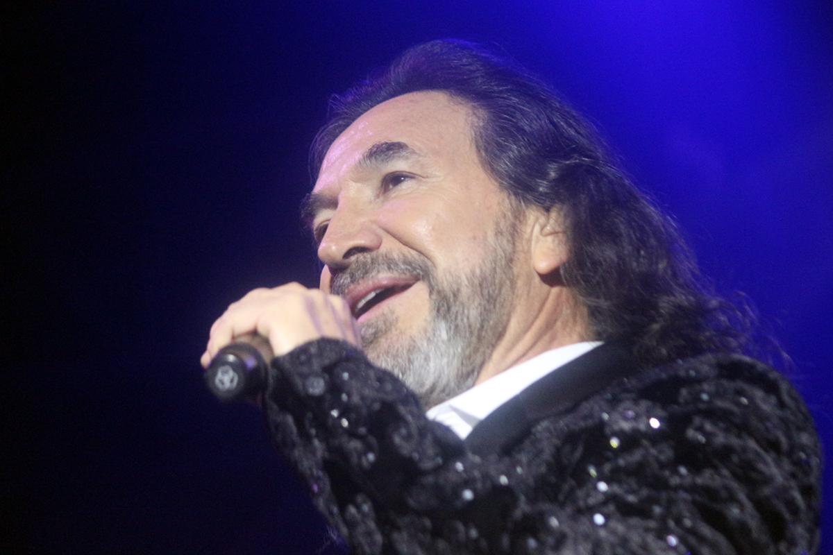 Marco Antonio Solís le canta al amor, bajo la Luna de Xelajú