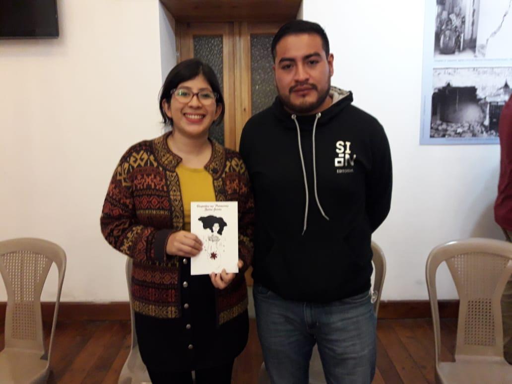 Presenta libro con editorial quetzalteca