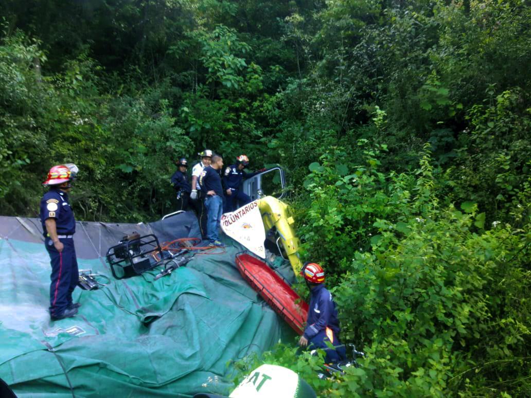 Camión cayó a barranco en la ruta que conecta con Chichicastenango