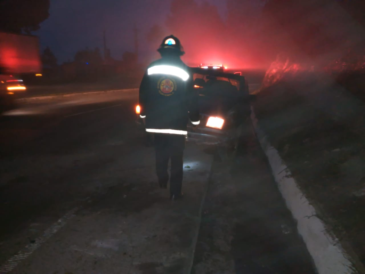 Volcó tras colisionar contra paredón en la ruta CA-1