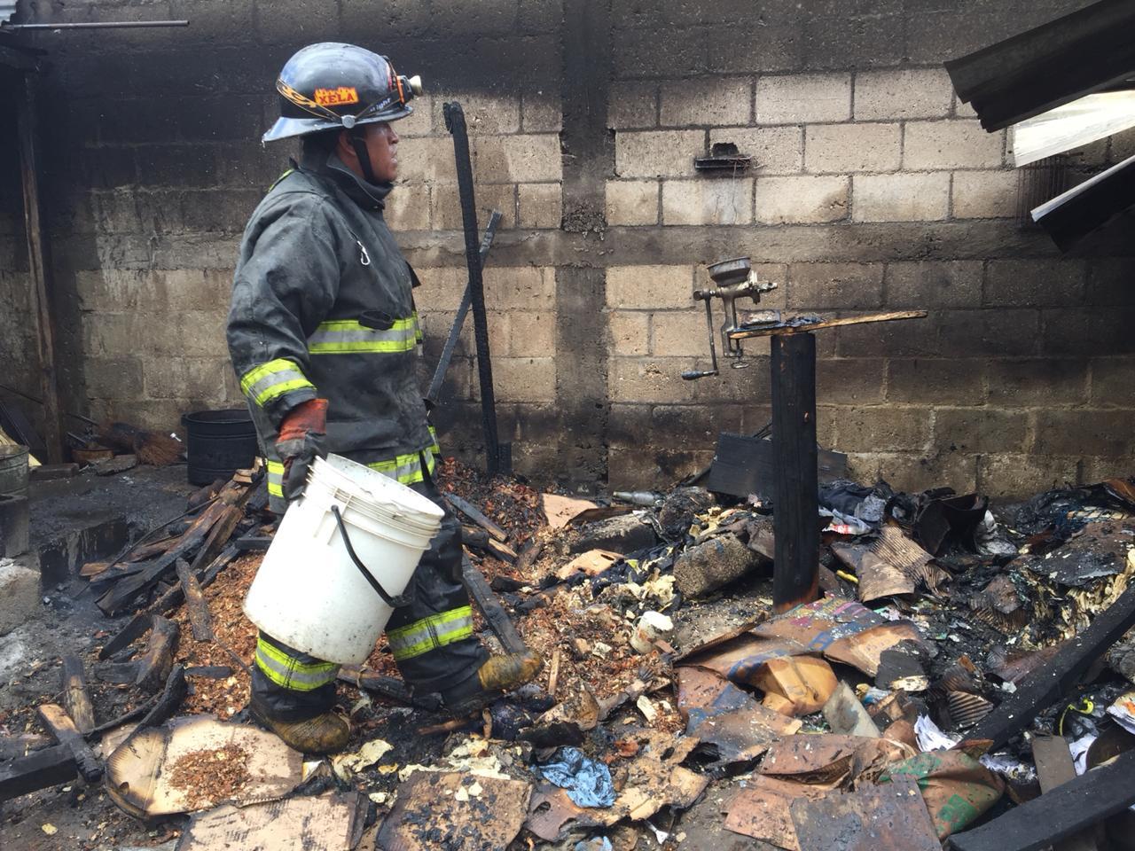 Cortocircuito habría provocado incendio en la zona 7 de Xela