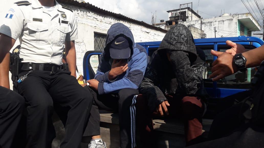 Capturan a mujer y dos menores de edad por denuncia de venta de droga