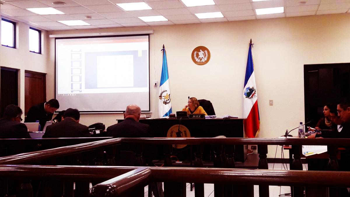 Esperan resolución de jueza,  tras escuchar a la defensa, en el caso #CorrupciónMuniXela