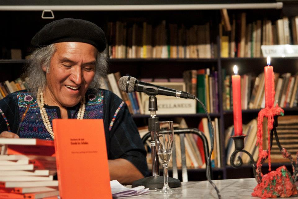 Humberto Ak'abal: «Tuve que viajar por el mundo para regresar a Momostenango»