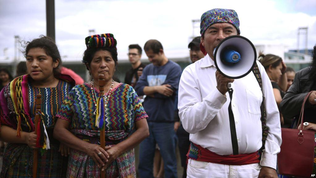 Tras 24 horas de detención, investigador de Cicig entra a Guatemala