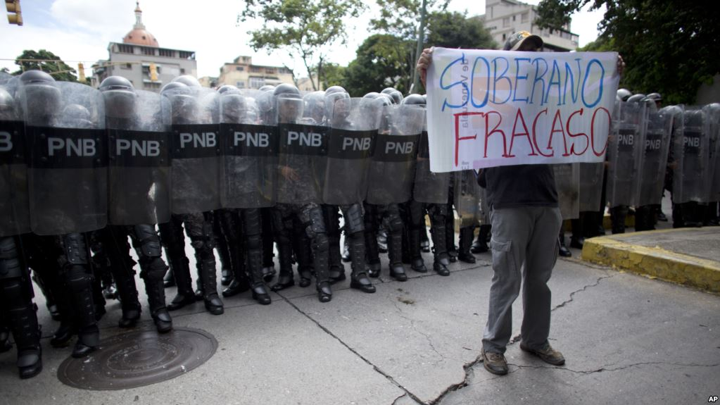 Informe: Gobierno de Venezuela tortura a decenas de militares y a sus familiares