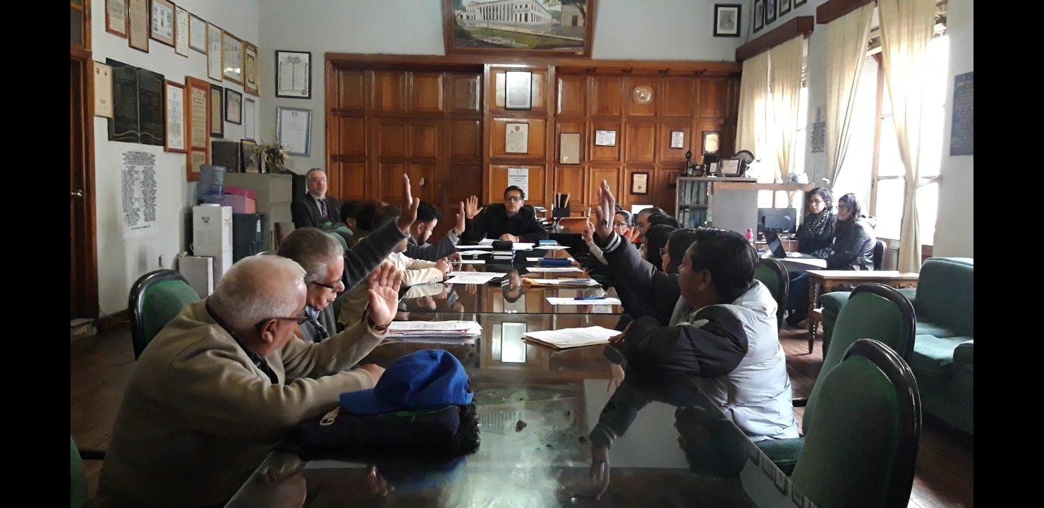 Concejales y síndicos de Xela aprueban aumento en dietas, ganarán Q696.87 por reunión