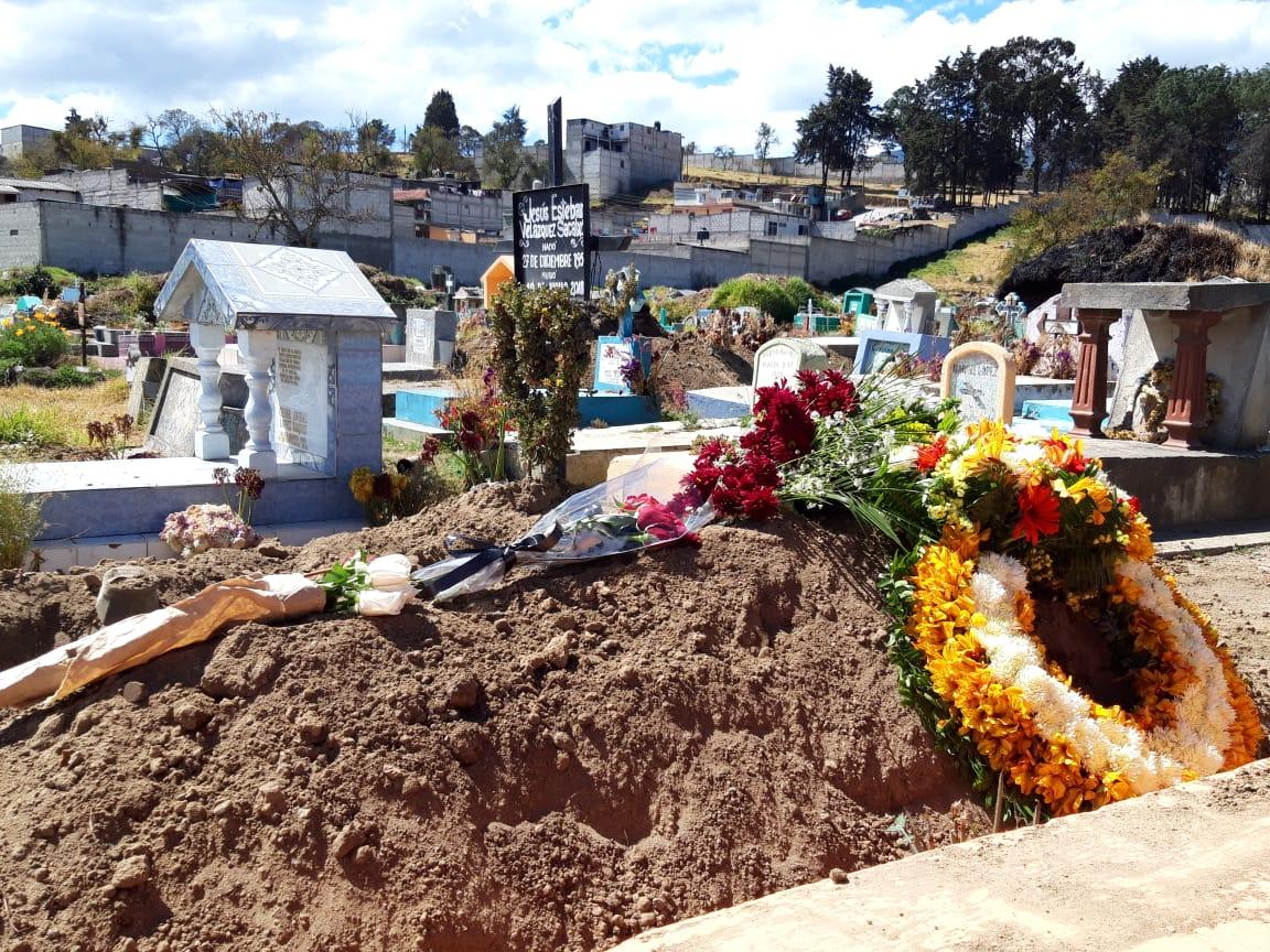 Sepultan a hijo de Mayor Juárez Izquierdo, quien fue localizado muerto en Sololá