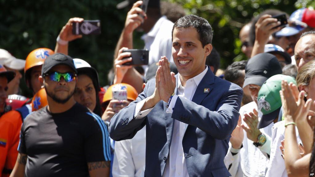 Guaidó lidera caravana hacia la frontera de Colombia para recibir ayuda humanitaria