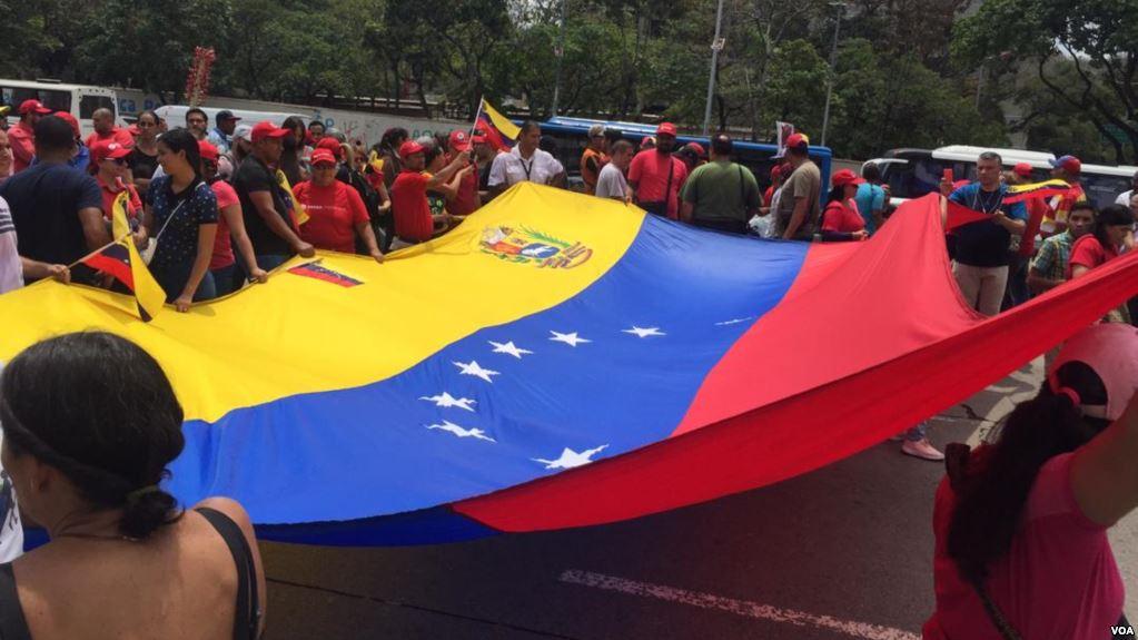 Venezuela: Oposición y oficialismo vuelven a las calles, en medio de fallas eléctricas