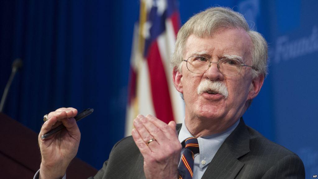 Bolton dice que depende de los venezolanos que Guaidó prevalezca