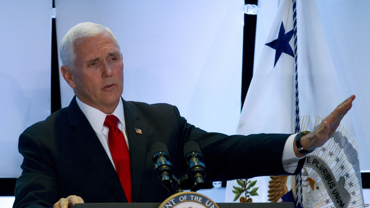 Mike Pence: EE.UU. revoca visas a 77 funcionarios venezolanos