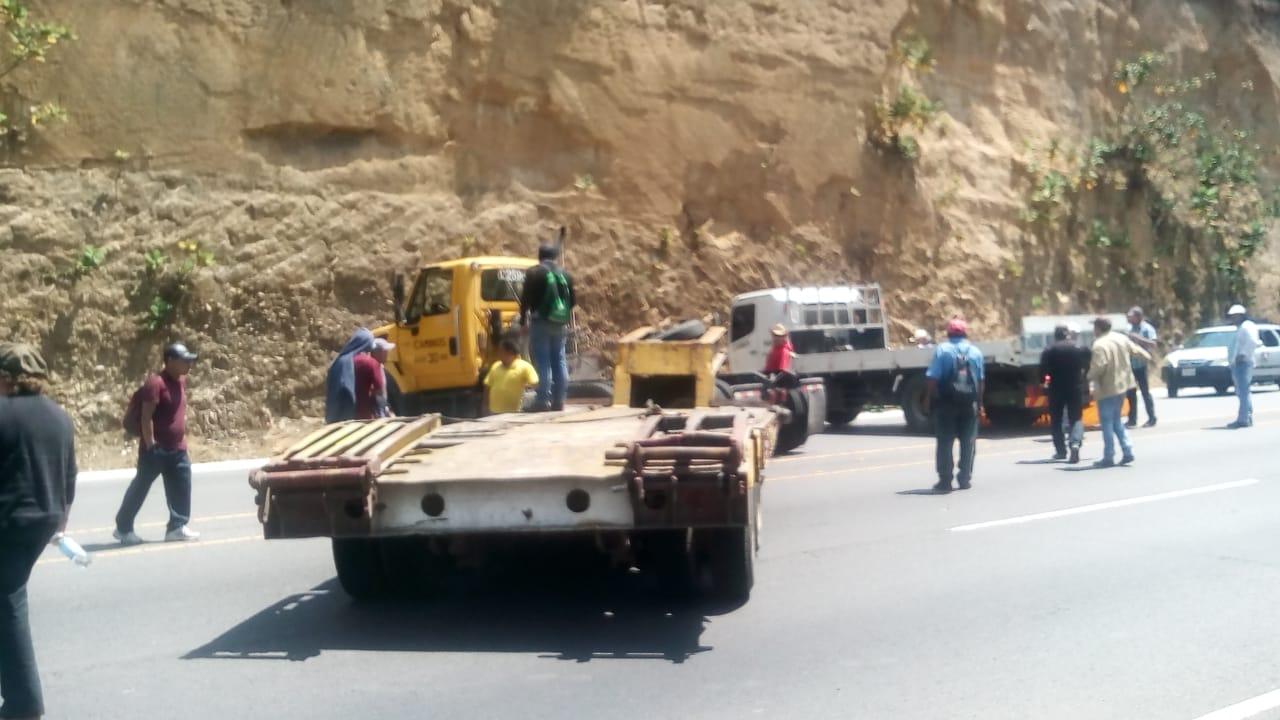 Trabajadores de Caminos bloquean rutas del país