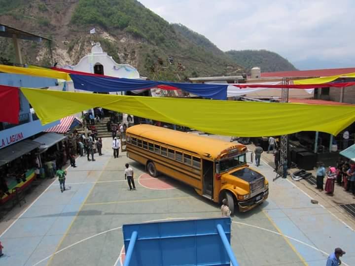 Ingresan por primera vez buses a Santa Cruz La Laguna