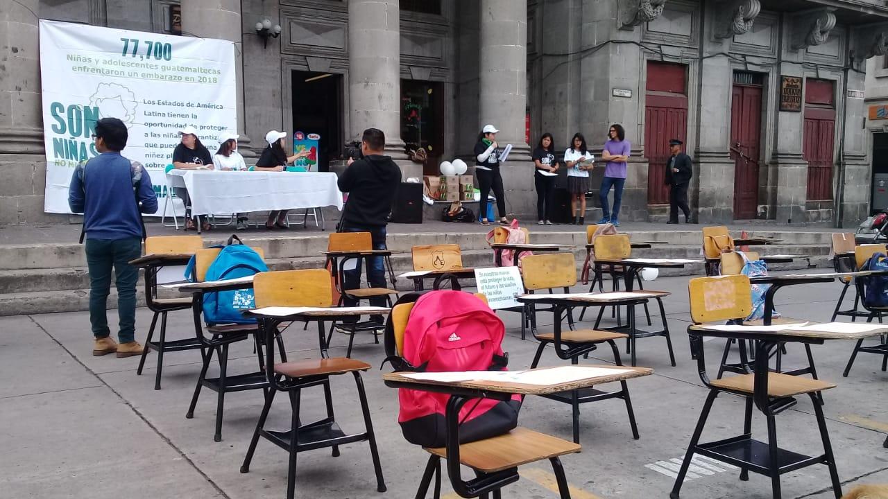 ¿Por qué habían escritorios vacíos frente a la comuna de Xela?