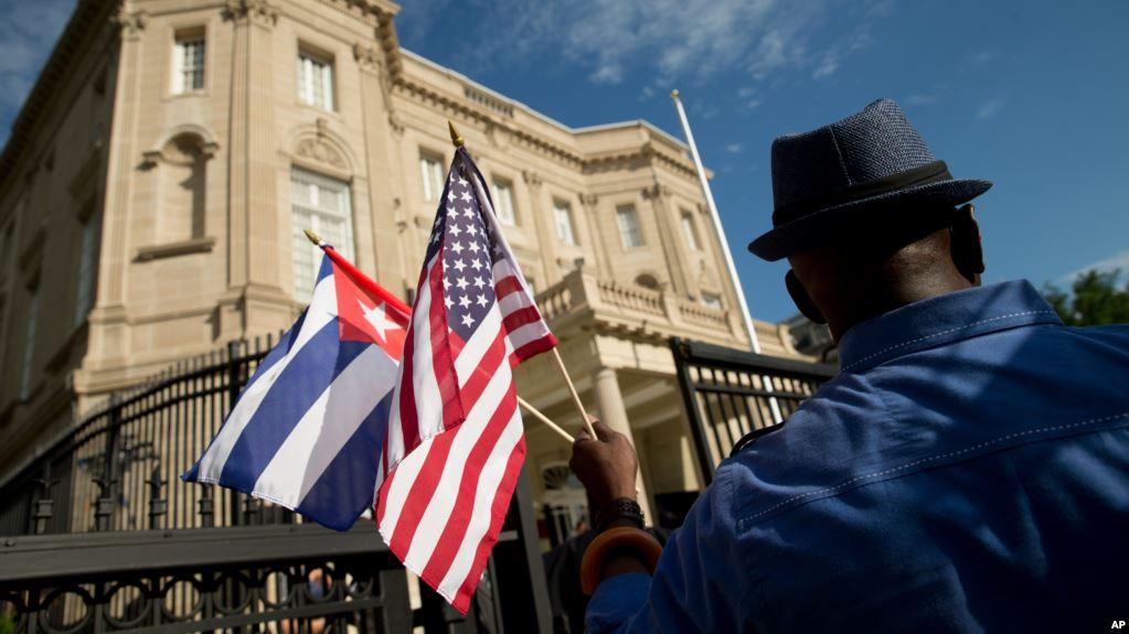 Trump amenaza a Cuba con «endurecer el embargo» por influenciar en Venezuela