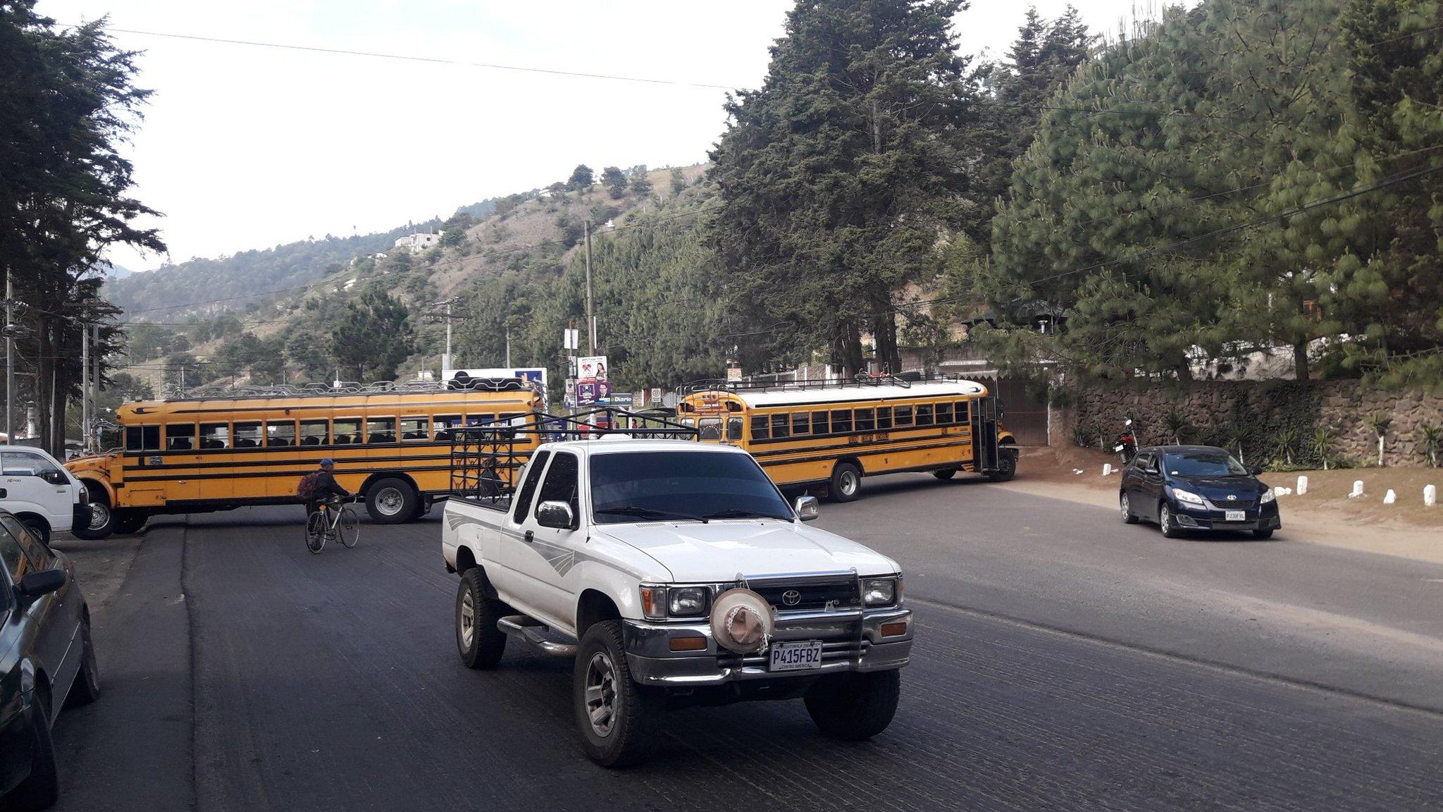 Comunitarios bloquean carretera en Cantel