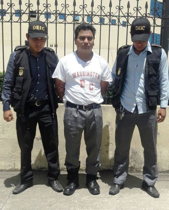 Condenado a 75 años en prisión por violar a sus tres hijas