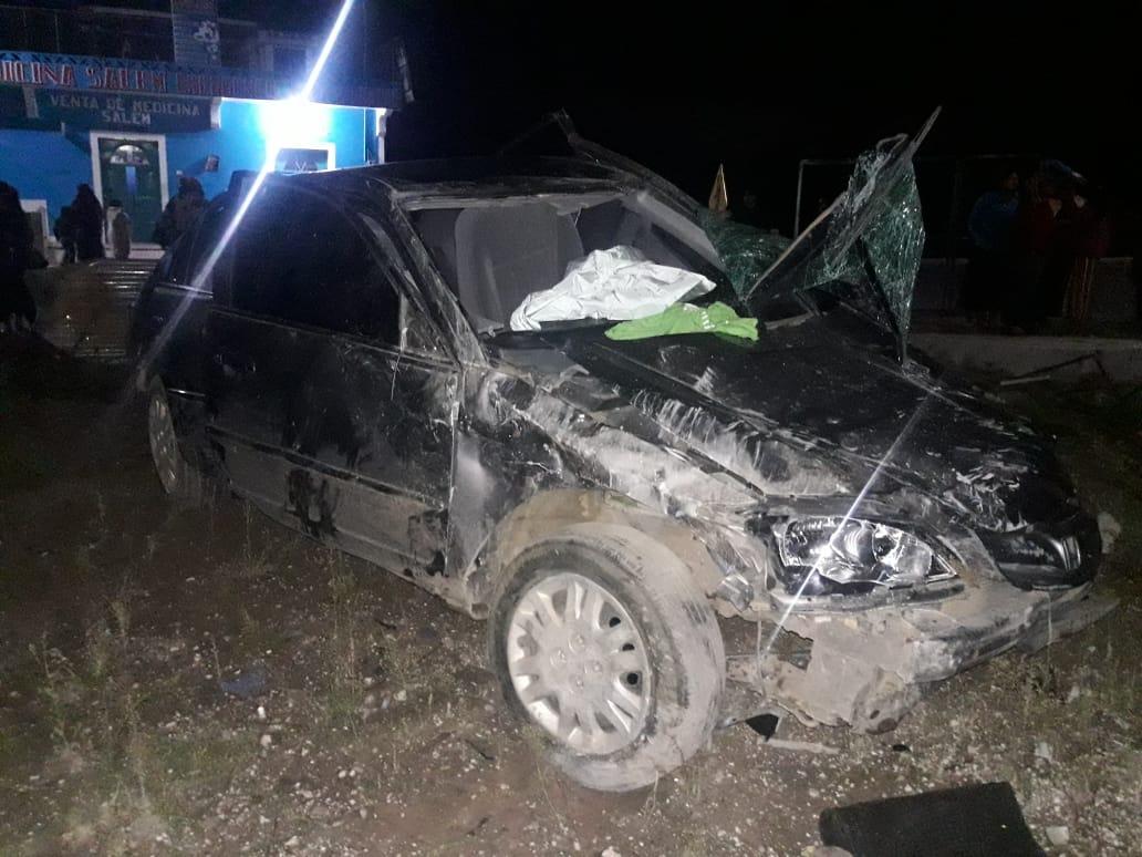 Hombre resulta herido tras volcar vehículo