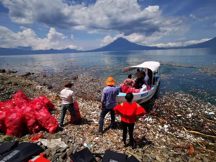 ¿Cuántas toneladas de basura llegaron en dos días al lago de Atitlán?