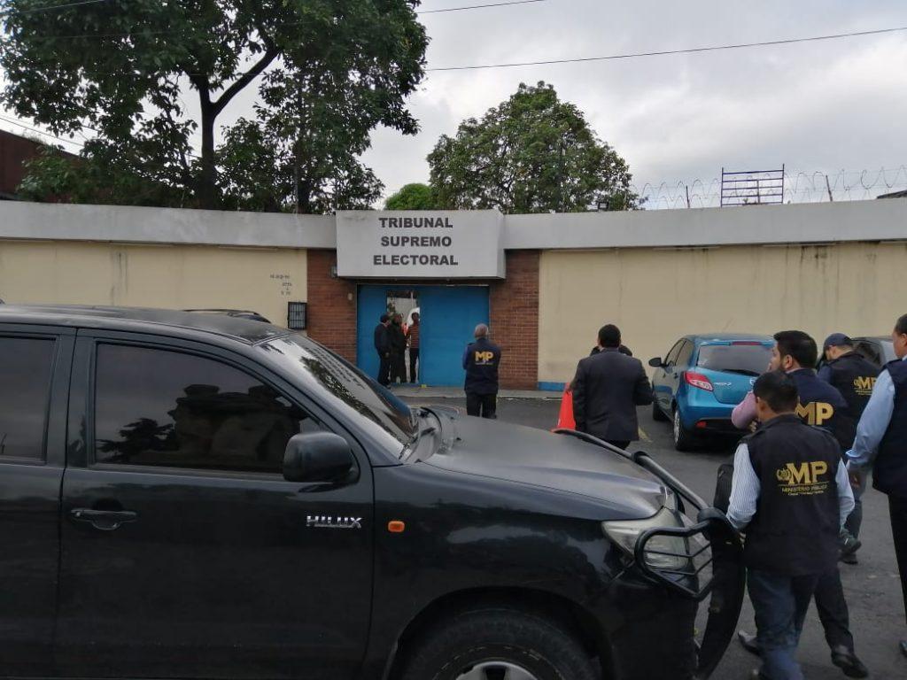 Allanan oficinas de informática del TSE por errores en elecciones