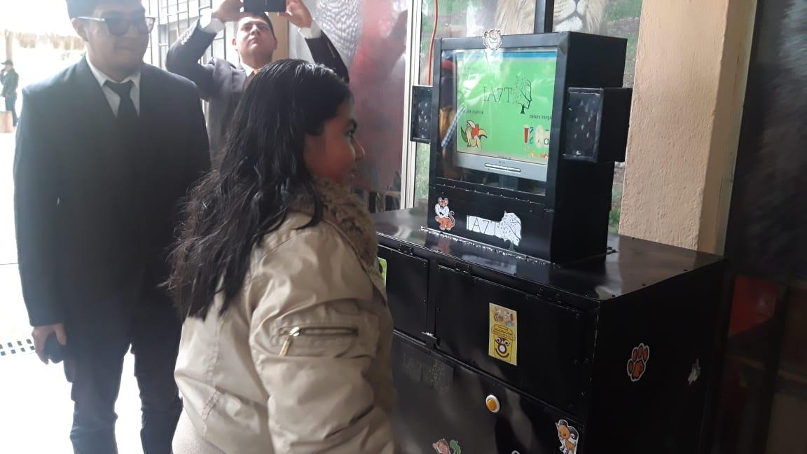 Estudiantes instalan basurero inteligente en el Zoológico Minerva