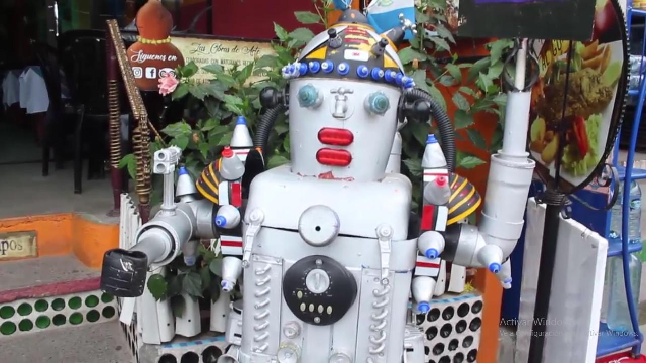 Crea obras de arte a base de basura, en Panajachel