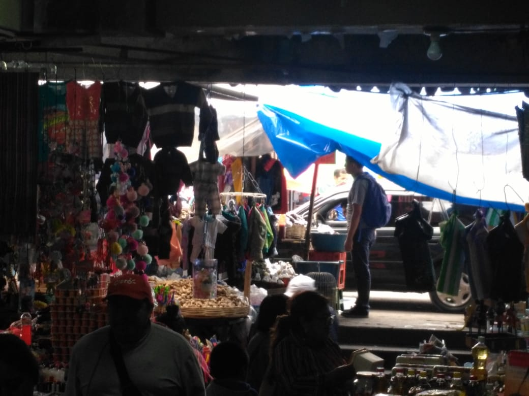 Denuncian agresión a comerciantes por parte de supuestas mujeres líderes