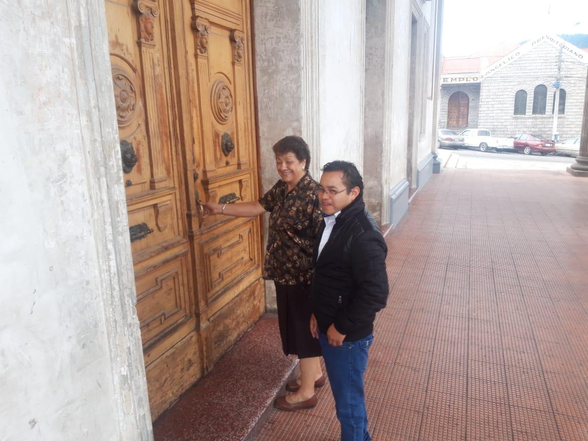 Autoridades visitaron el Teatro Municipal y no encontraron a la directora