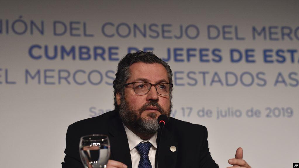 Brasil prohíbe entrada a funcionarios del gobierno en disputa de Maduro