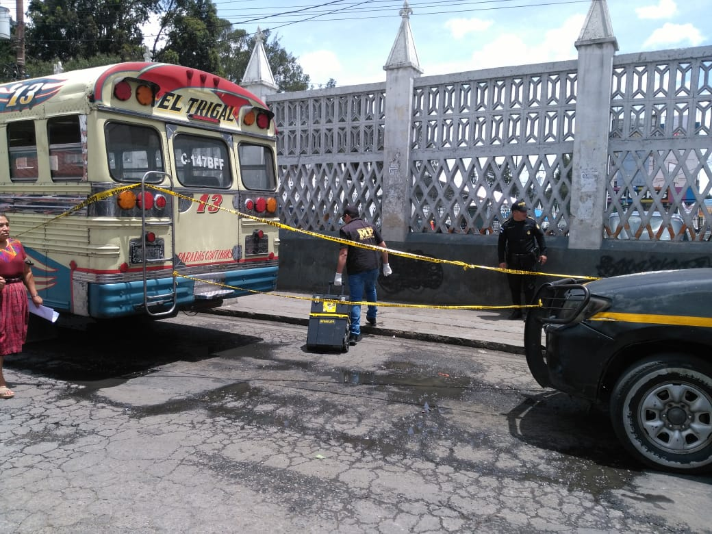 Muere dentro de bus El Trigal
