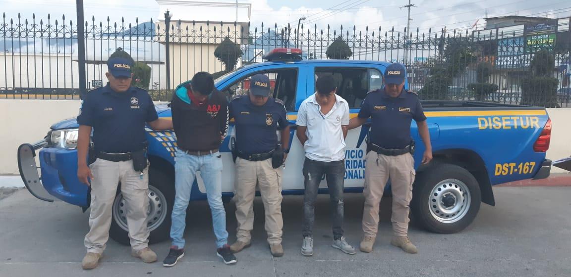 Capturan a dos hombres sindicados de asaltar a mujer en la zona 1 de Xela