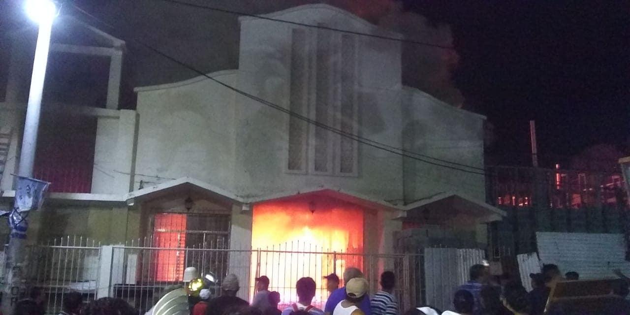 Se incendia iglesia en Santa Bárbara, Suchitepéquez