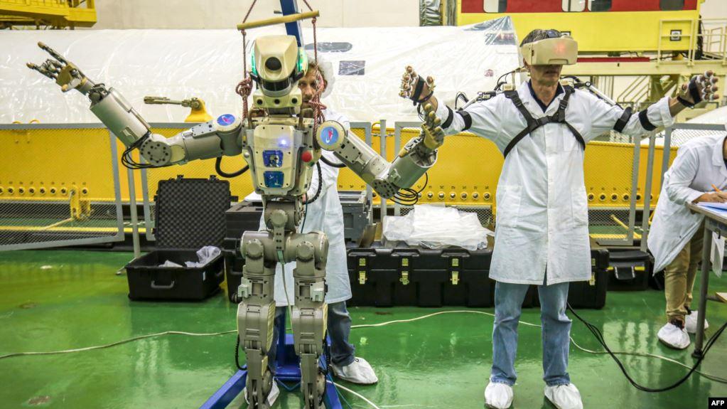 Cápsula rusa que transporta robot se acopla a estación espacial