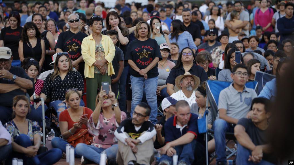 México evalúa demanda internacional por «terrorismo», canciller visita víctimas en El Paso