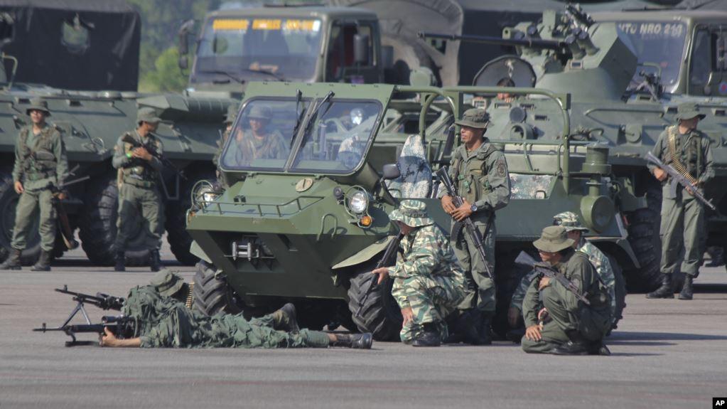 Maduro despliega 150 mil efectivos en zonas fronterizas con Colombia