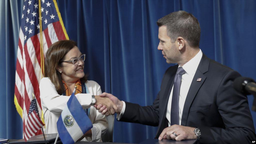 "Canciller de El Salvador: ""No vamos a firmar un tercer país seguro"""