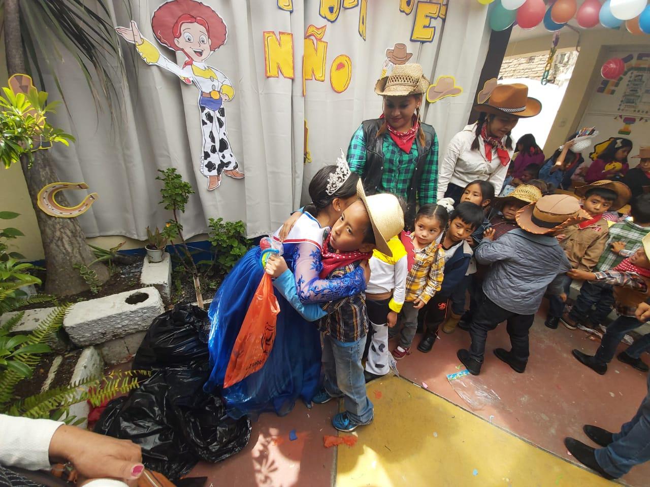 Celebran el Día del Niño en Xela