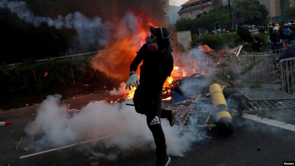 Violencia en las calles de Hong Kong en el 70 aniversario del partido comunista chino en el poder