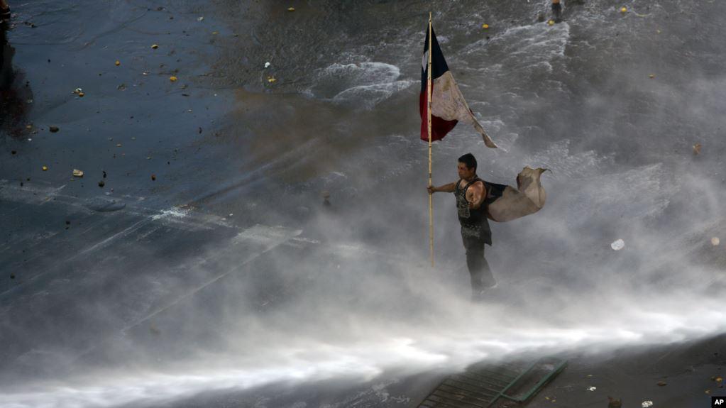 En Chile se mantiene el toque de queda tras otra jornada de protestas