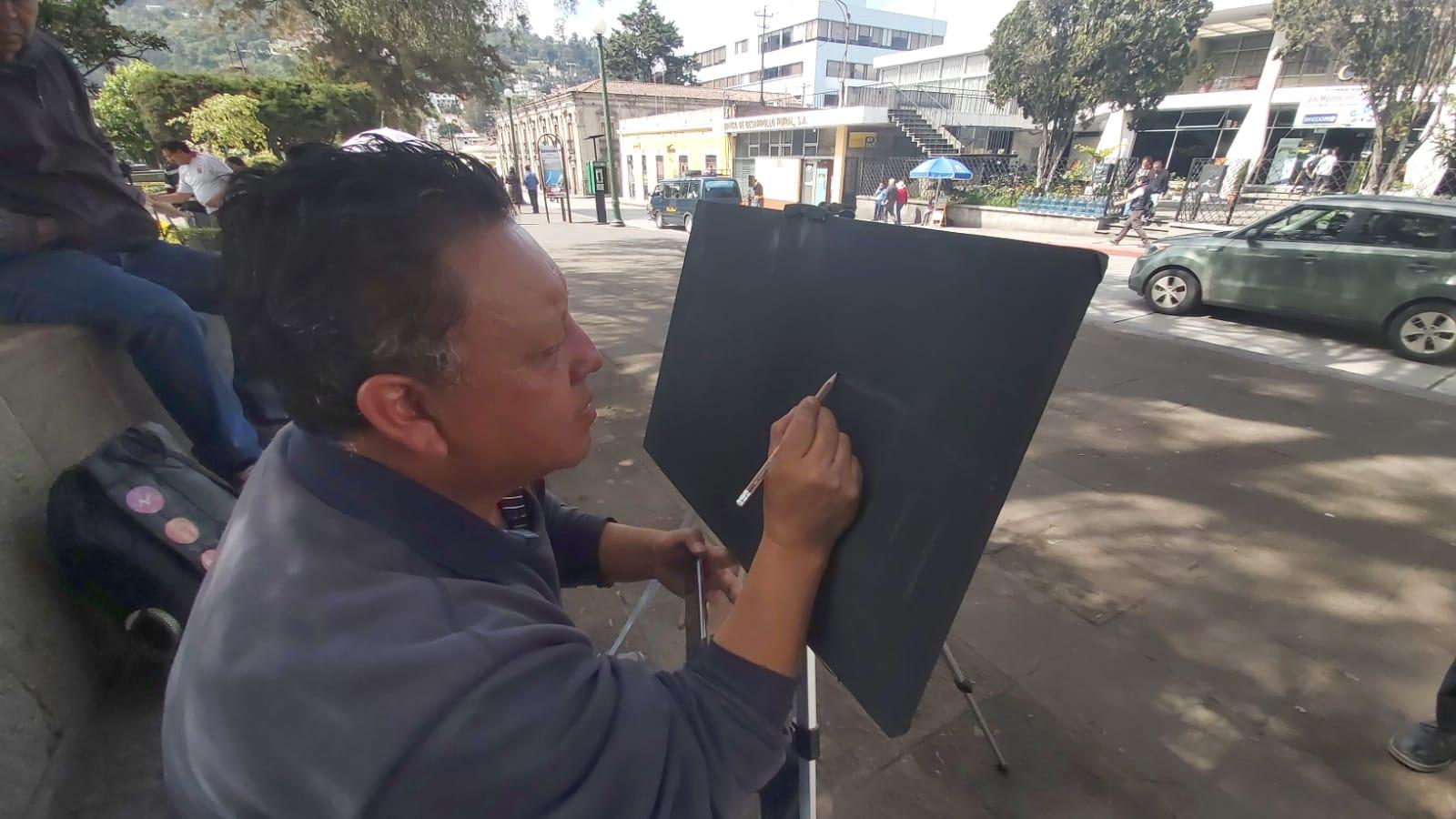 ¿Qué hacen pintores en las calles del Centro Histórico de Xela?