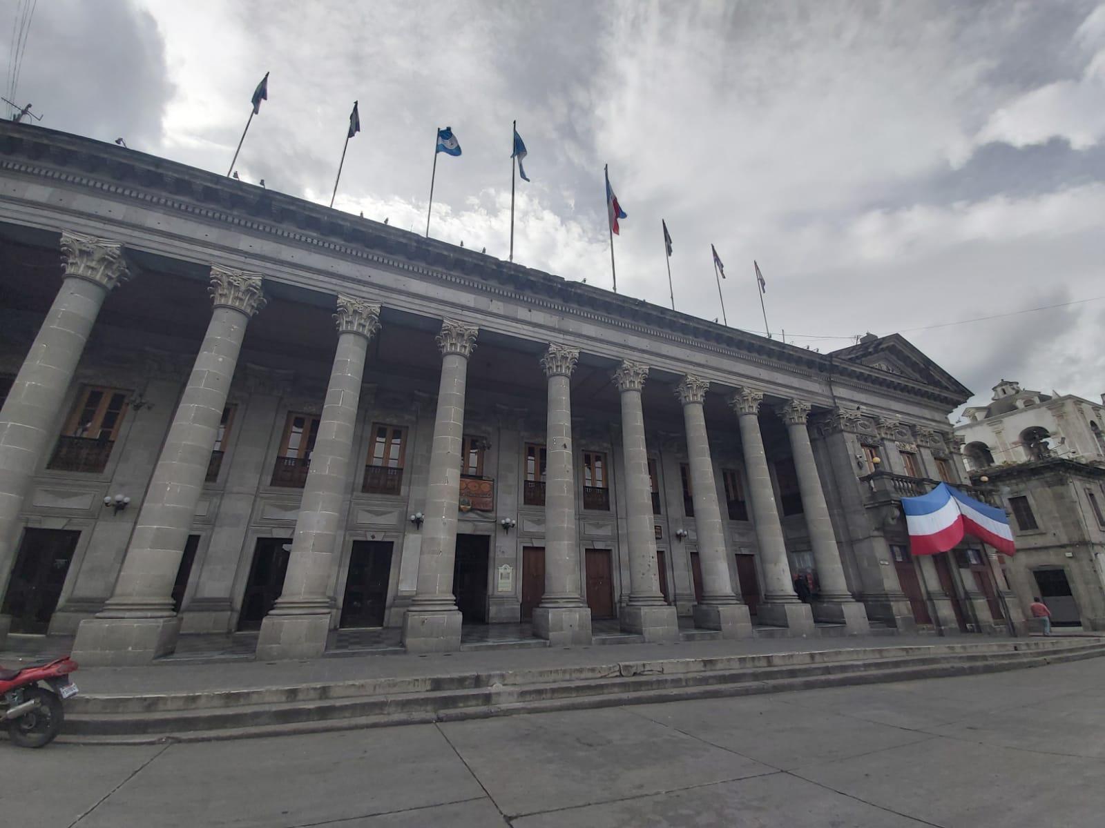 Jubilados de la Municipalidad de Quetzaltenango solicitan aumento de pago