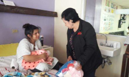 ¿Cómo puede apoyar a recién nacidos en el HRO?