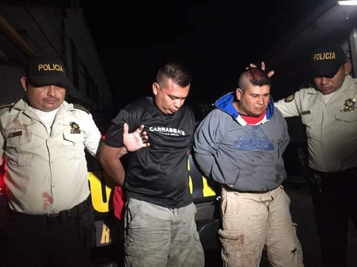 Dos agentes de PNC detenidos por asaltar en abarrotería