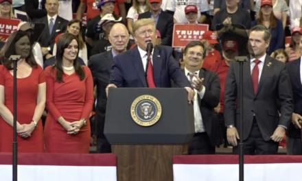 Trump dice que EE.UU. nunca será un país socialista