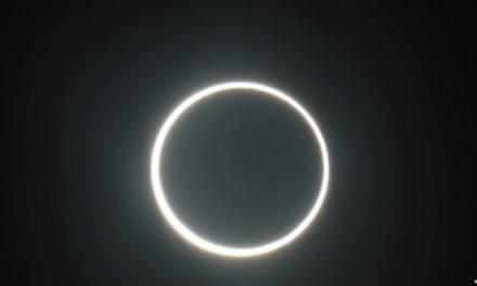Miles observan raro eclipse de sol en el Oriente Medio y Asia