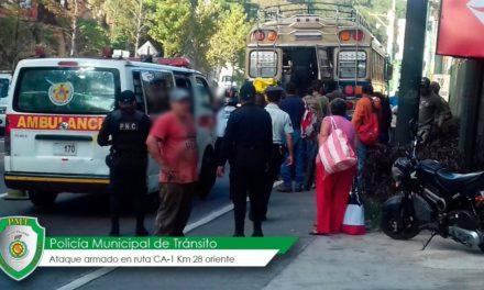 Mueren tres personas en ataque armado en bus