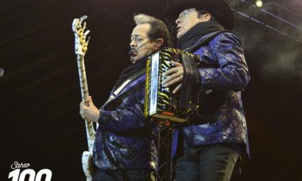 El frío no detuvo a Los Tigres del Norte, su concierto en Xela tardó más de 3 horas