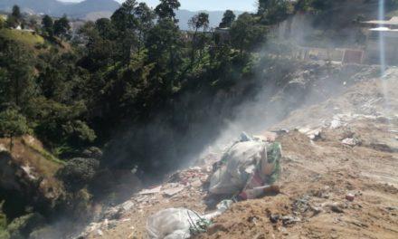 Continúa el incendio en el Botadero Municipal de Salcajá