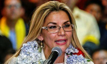 Bolivia: Áñez pide renuncia de ministros tras postularse para las elecciones de mayo